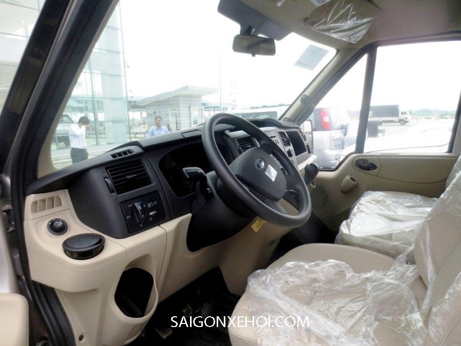 Khoang lái xe Ford Transit 2020
