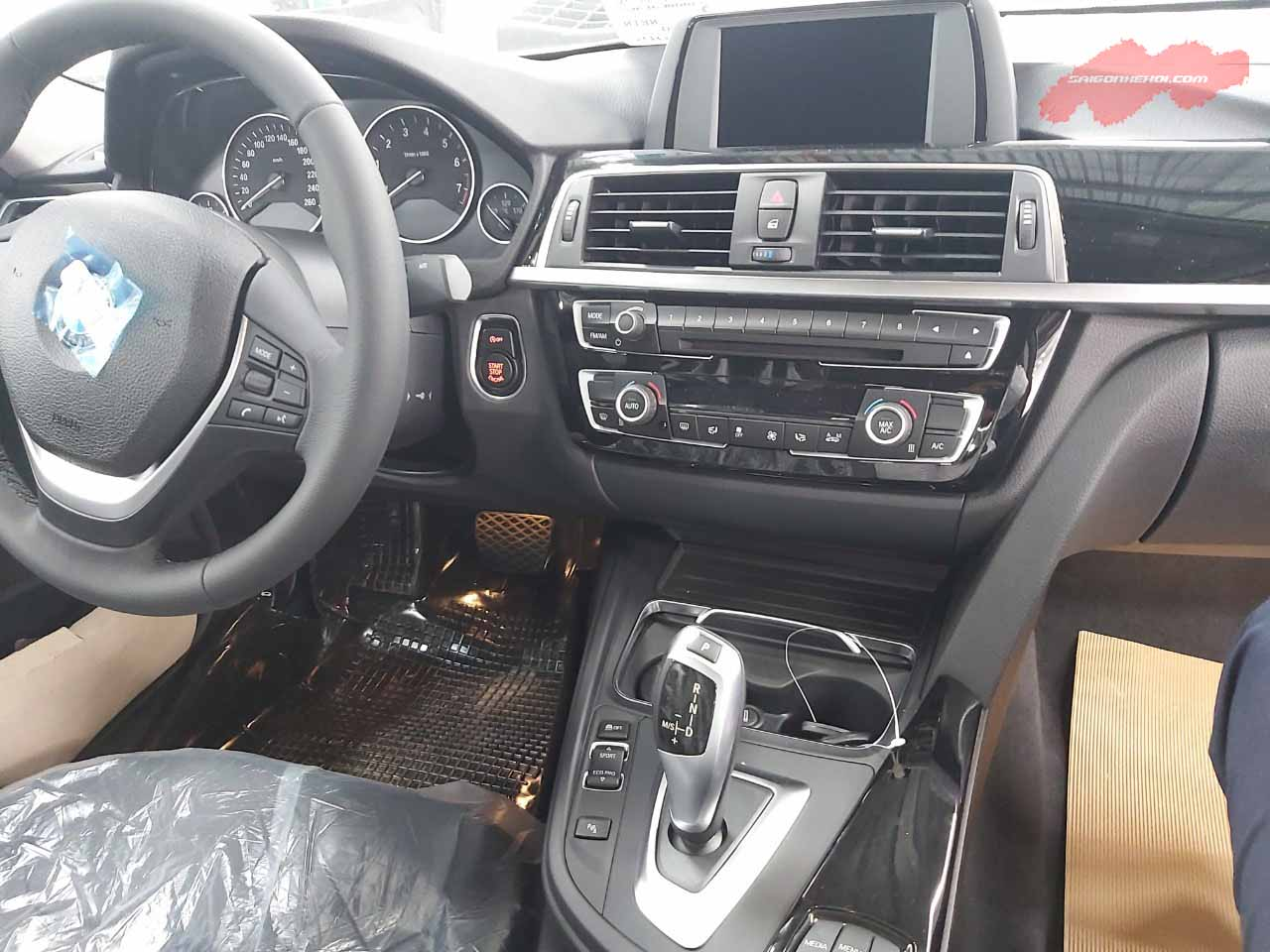 KHoang lái BMW 320i 2020
