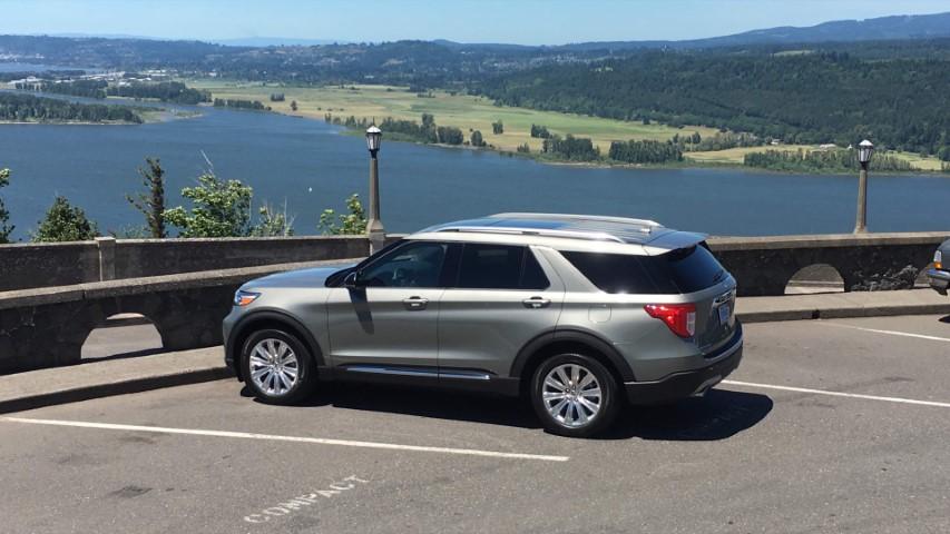 Ford Explorer 2020 duoi xe