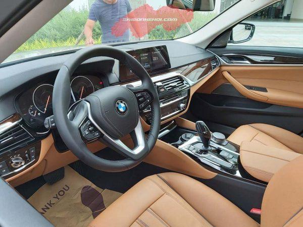 bên trong BMW 530i 2020