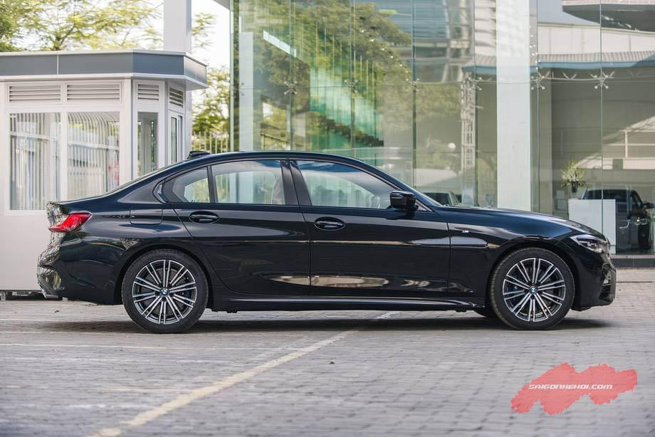 Giá xe BMW 330i 2020