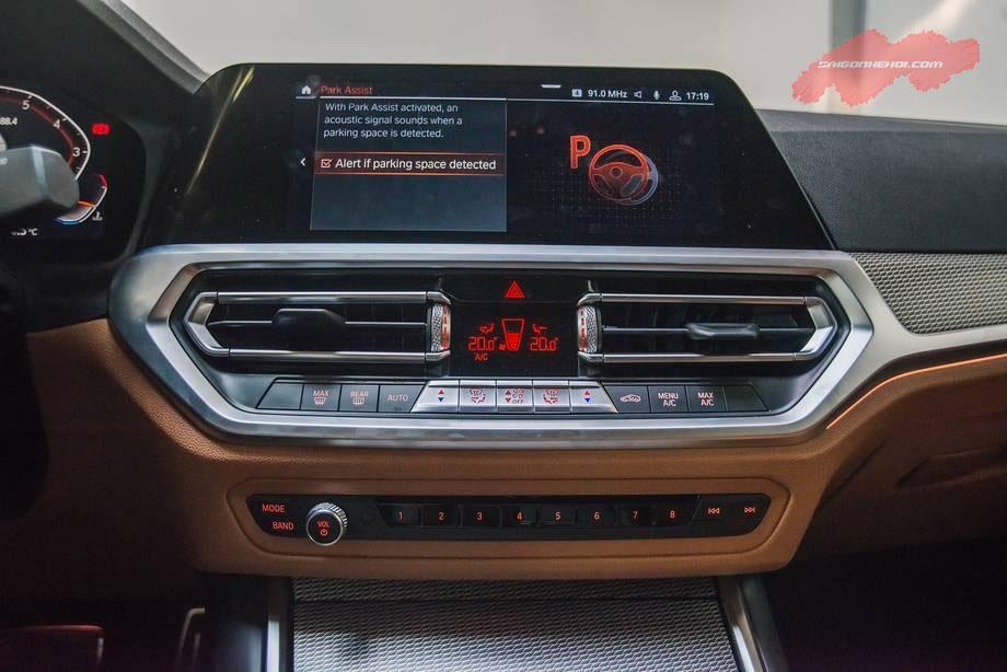 Hệ thống thông tin giải trí xe