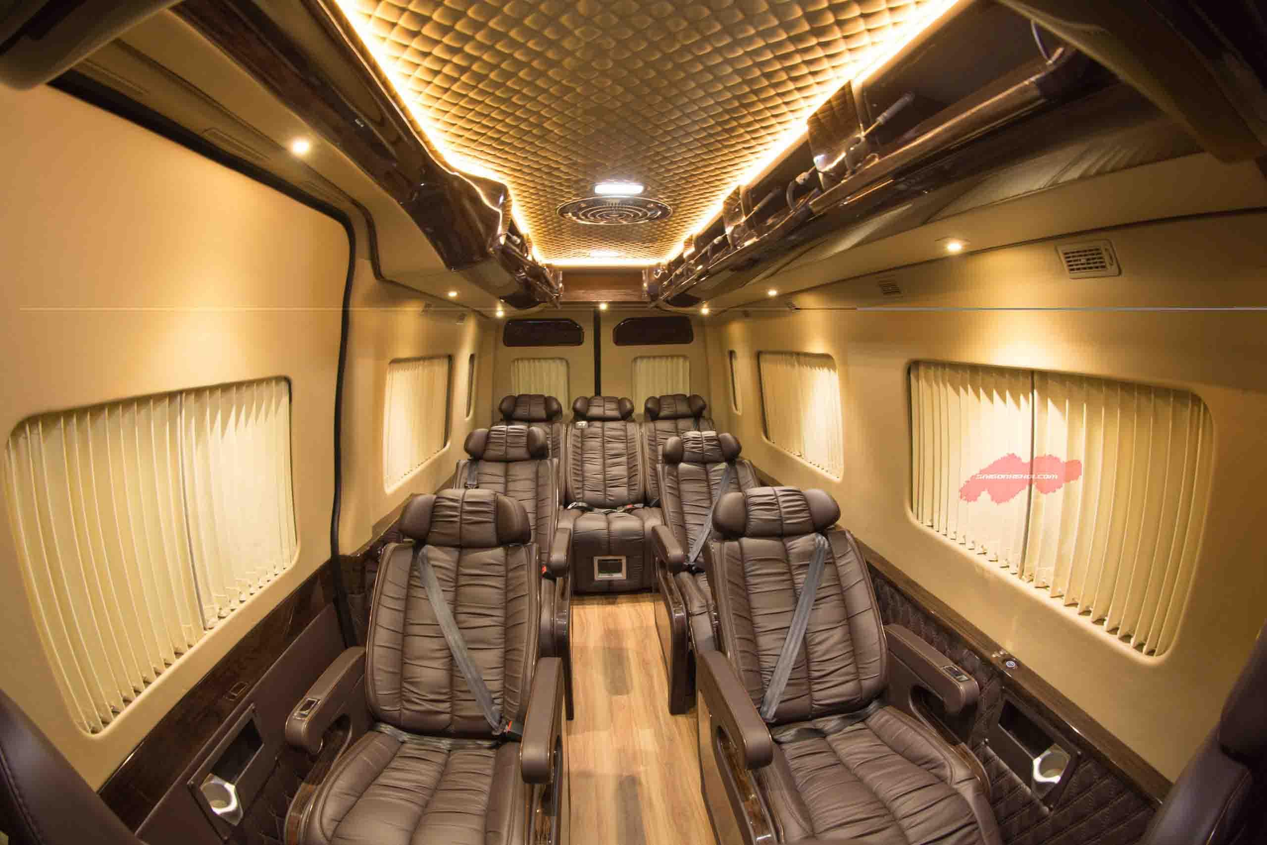 Khuyến mãi mua xeFord Transit Limousine 2020 hấp dẫn