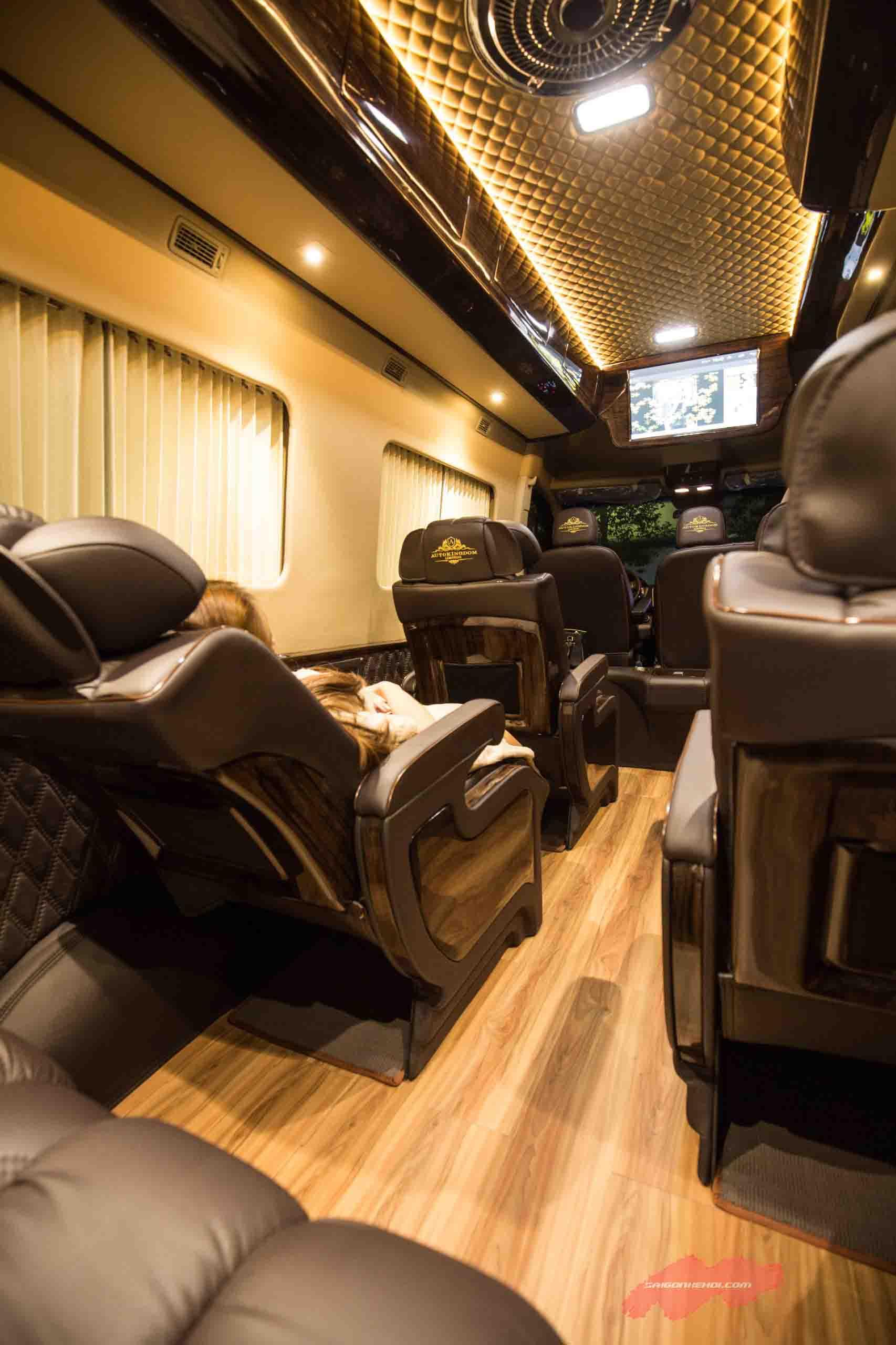 Ghế ngồi Ford Transit Limousine 2020 thoải mái