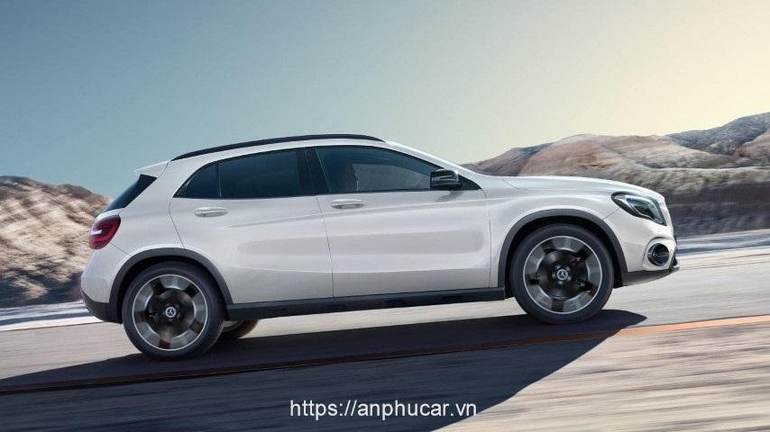 Mercedes Benz GLA 2020 hong xe