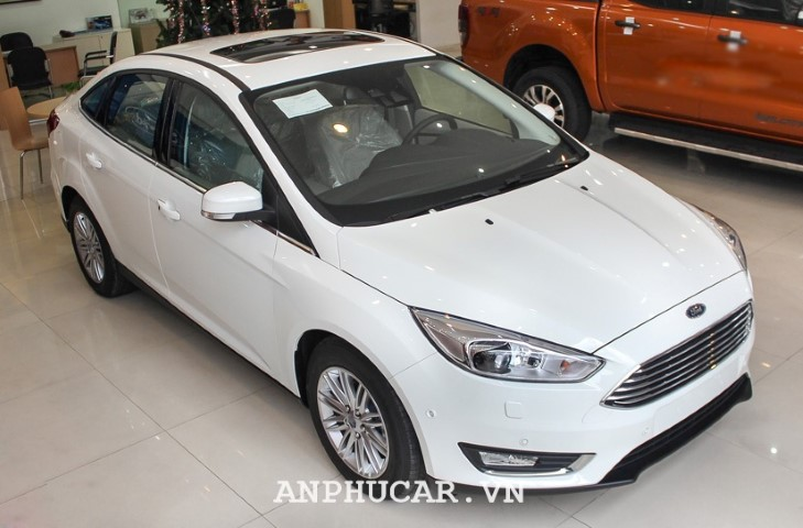 Ford Focus 1.5L EcoBoost Trend 2020 gia xe
