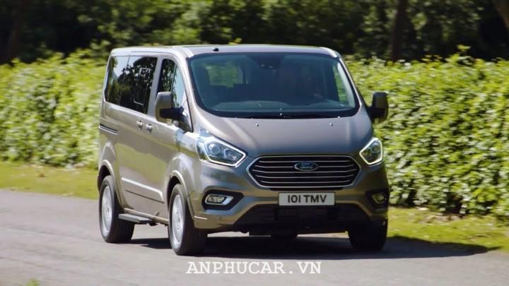 Ford Tourneo Titanium 2020 gia xe
