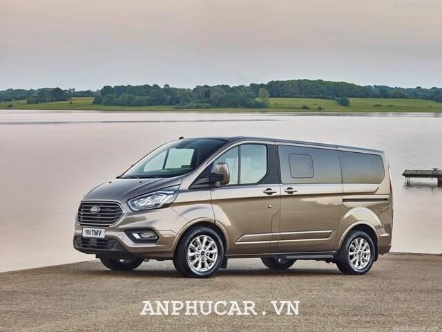 Ford Tourneo Titanium 2020 mua xe