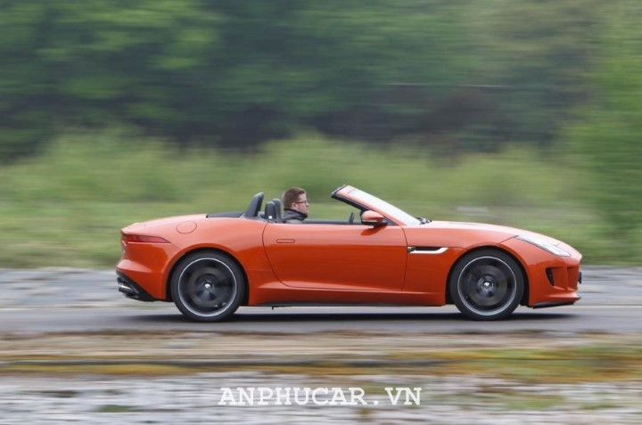 O to mui tran Jaguar F-Type Convertible