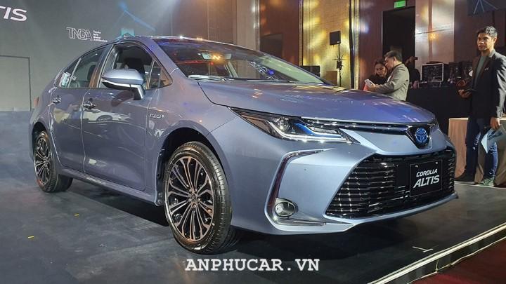 Toyota Corolla Altis 1.8E CVT 2020 gia bao nhieu