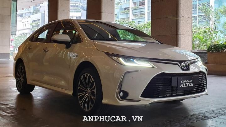 Toyota Corolla Altis 1.8E CVT 2020 mua xe gia tot