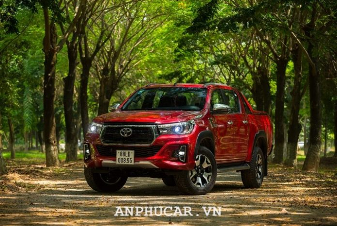 Toyota Hilux 2.8G 4x4 AT 2020 gia xe
