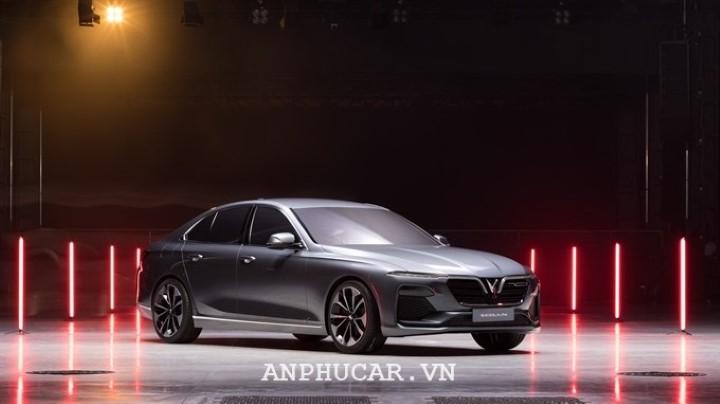 VinFast Lux SA2.0 2020 van hanh