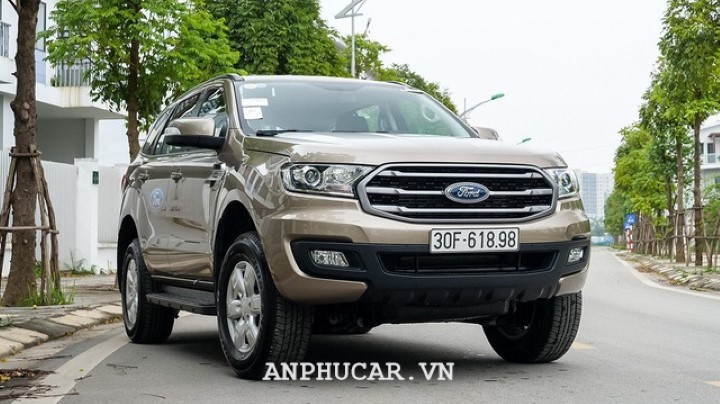 Ford Everest Ambiente 2.0L AT 2020 khuyen mai