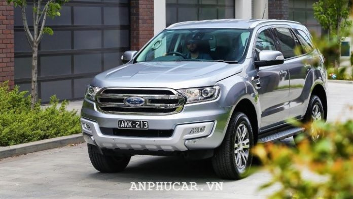 Ford Everest Ambiente 2.0L MT 2020 gia xe moi nhat