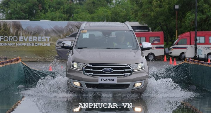 Ford Everest Titanium 2.0L AT 2020 khuyen mai
