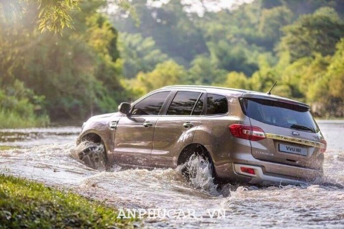 Ford Everest Titanium 2.0L AT 4WD 2020 gia lan banh