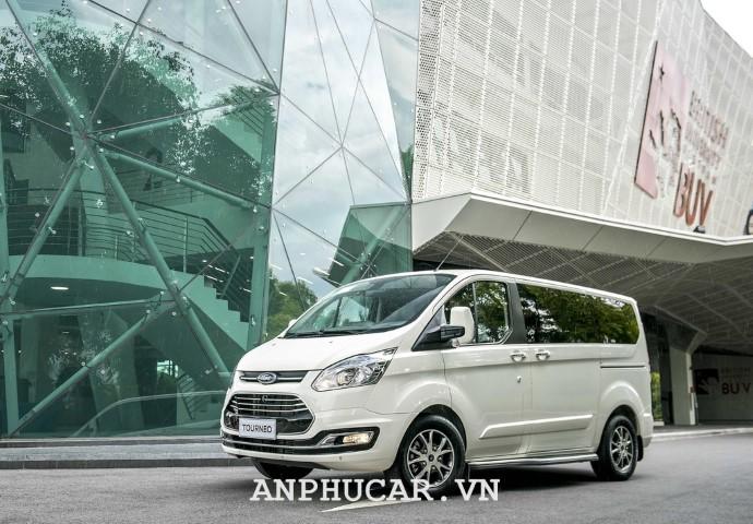 Ford Tourneo 2.0L Titanium 2020 gia ban