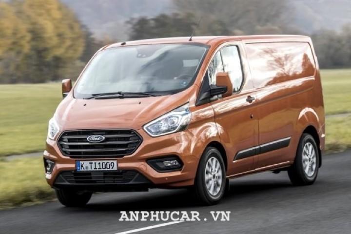 Ford Tourneo 2.0L Titanium 2020 gia lan banh