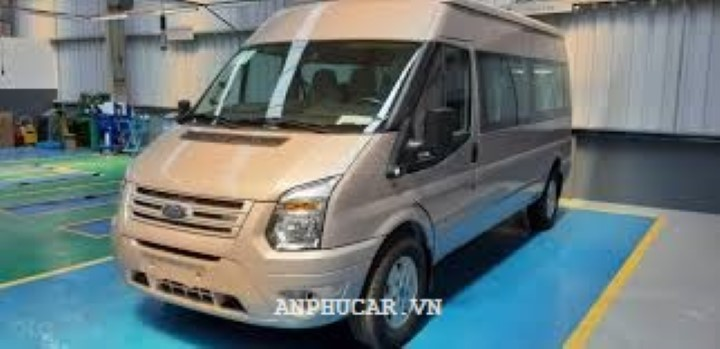 Ford Transit SVP 2020 gia ban