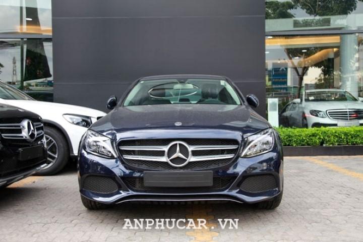 Mercedes-Benz C200 2020 van hanh manh me